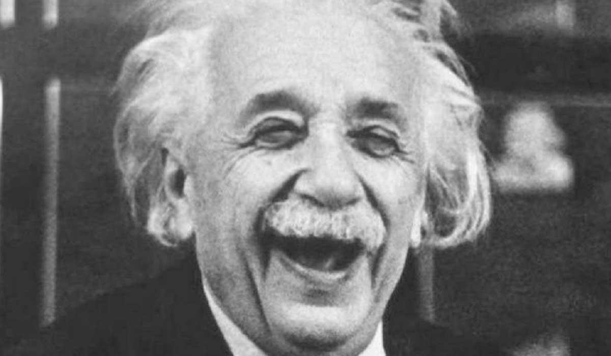 einsten sobre la teoria de la mecanica cuantica